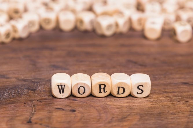 "letras formando la palabra ""words"""